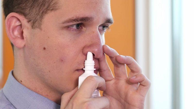 Sử dụng các loại thuốc xịt là cách giảm nhanh triệu chứng khó chịu do viêm xoang