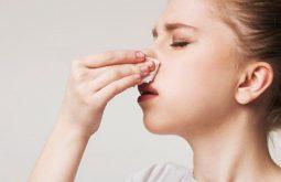 Chảy máu mũi là tình trạng thường gặp ở người bị viêm xoang