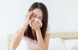Nhức đầu là dấu hiệu có thể gặp ở bệnh nhân bị viêm xoang