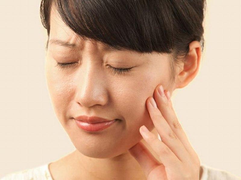 Ngoài vùng mũi, 2 bên má cũng là vị trí dễ bị phù nề