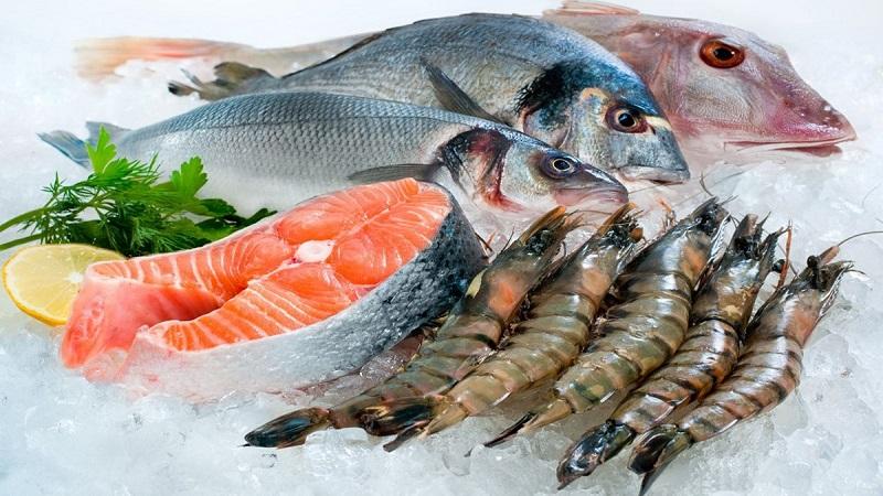 Hải sản là một trong những loại thực phẩm giàu protein mà những người bị viêm mũi dị ứng cần phải kiêng