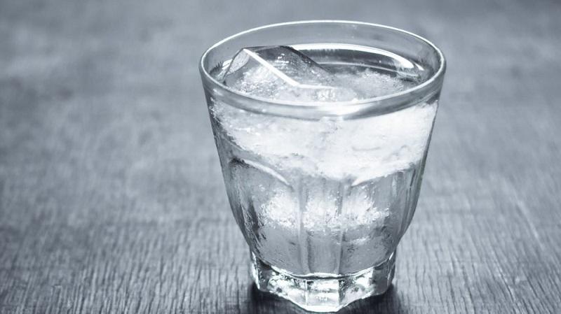 Những người bị viêm mũi dị ứng không nên uống nước lạnh