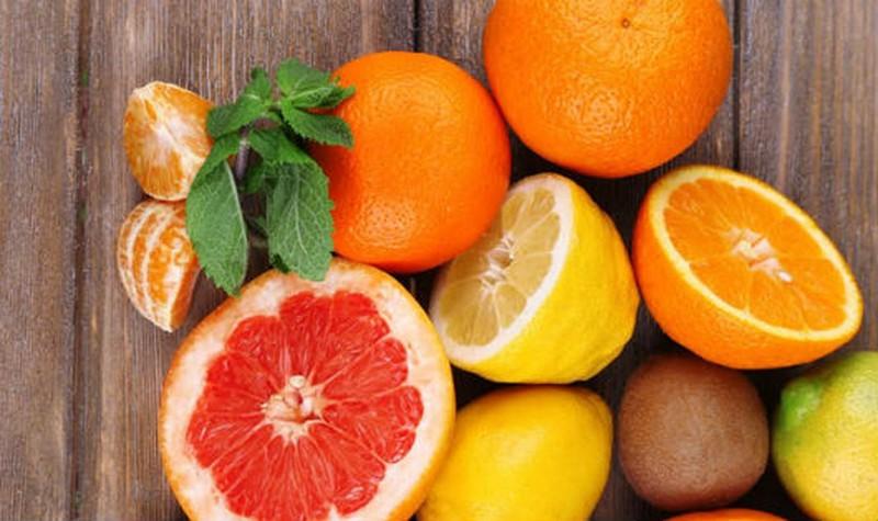 Các loại quả giàu vitamin C là những thực phẩm người bệnh nên bổ sung