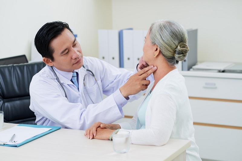 Viêm mũi dị ứng theo mùa nếu không được thăm khám và điều trị kịp thời sẽ gây nên nhiều biến chứng nguy hiểm