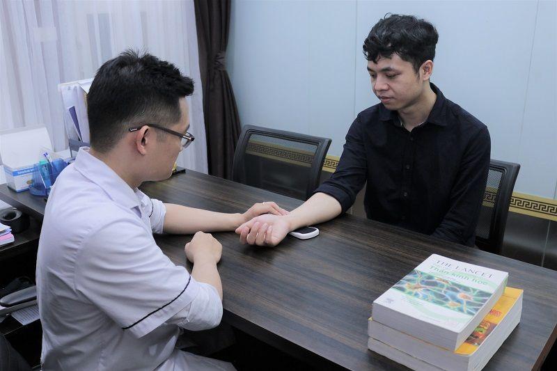 Anh Linh đến thăm khám tại nhà thuốc Đỗ Minh Đường